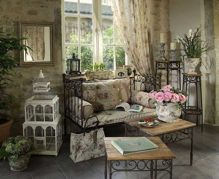 Кованая мебель играет не только функциональную, но и декоративную роль