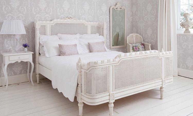 Такая кровать в стиле «прованс» подарит романтический настрой и расположит к нежности