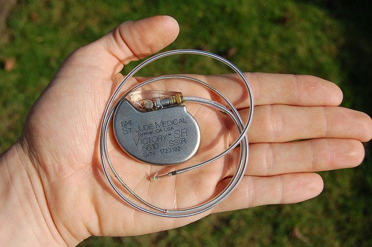 Человек с кардиостимулятором должен держаться как можно дальше о неодимовых магнитов