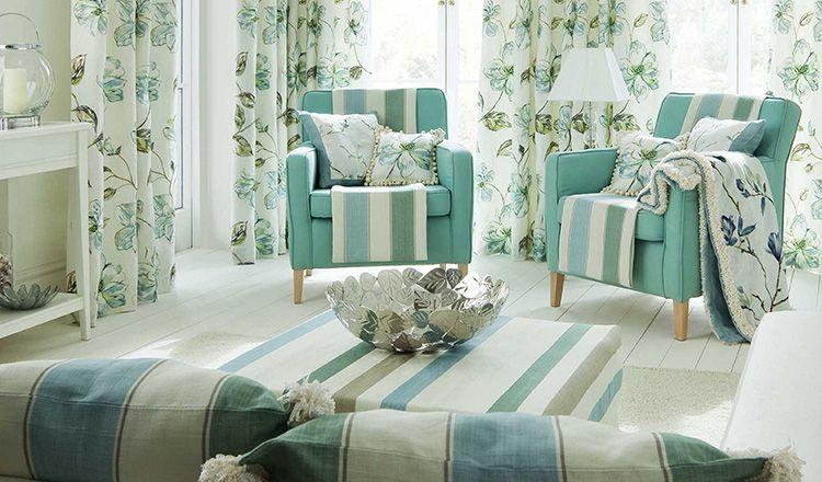 Хороший пример того, как оформить зал при помощи удачно подобранного текстиля
