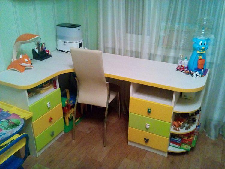 В письменном столе должно быть достаточное количество ящиков