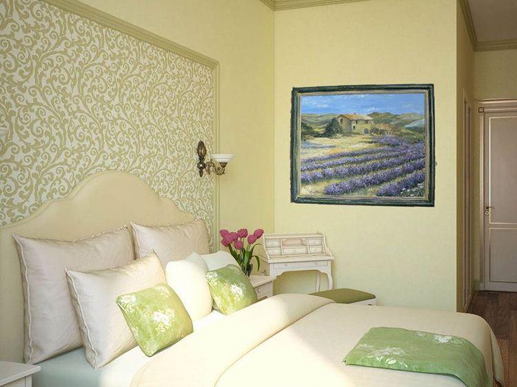 В прованском интерьере должна быть хоть одна картина с изображением лавандовых полей