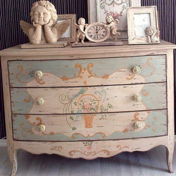 Комод в стиле «прованс» – это не только место хранения вещей, но и достойное украшение спальни