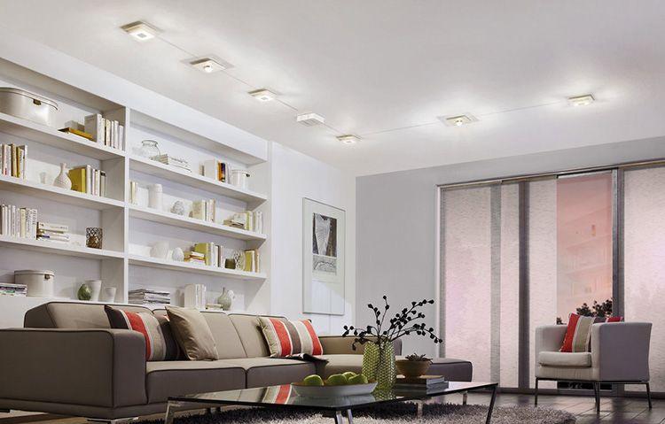 Устройство освещения по периметру потолка гостиной