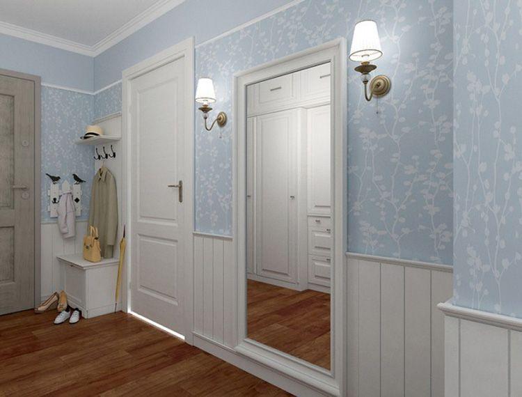 Светлые стены и большое зеркало визуально увеличивают пространство