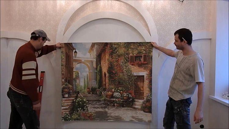 Монтаж фрески на холсте практически не отличается от поклейки обоев