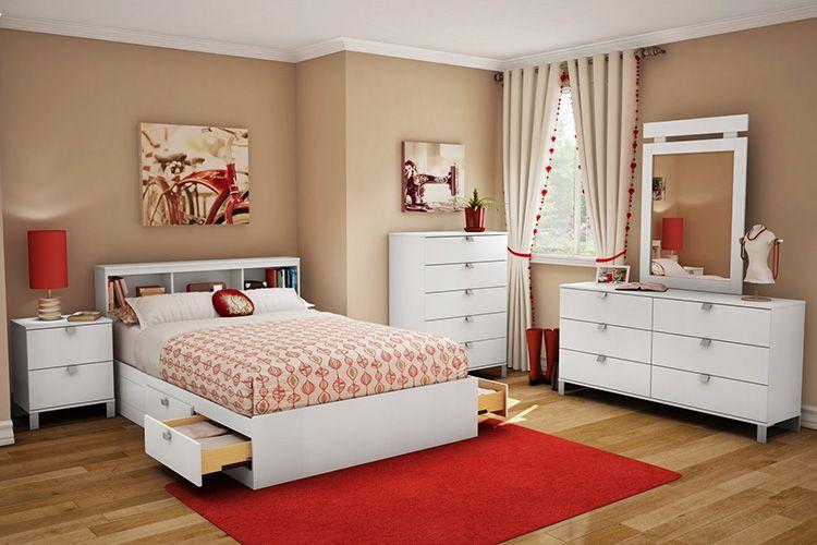 В мебели для девочки-подростка должно быть предусмотрено большое количество ящиков для хранения различных вещей