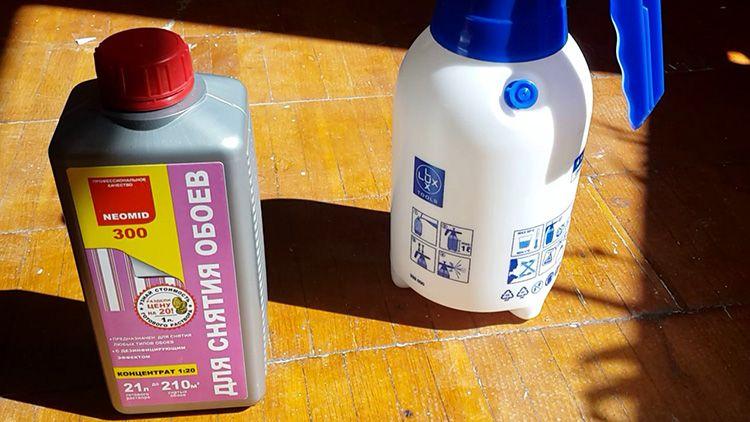 Жидкость для снятия старых обоев обходится дорого, но позволяет сделать всё очень быстро