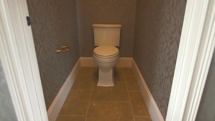 Обои в туалете – быстро, дёшево, красиво