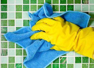Хозяйкам на вооружение, или Как почистить швы между плиткой в ванной и не пострадать