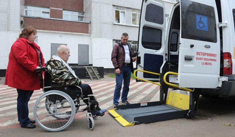 Для инвалидов-колясочников по заявлению может предоставляться специальный транспорт для оформления пакета документов.