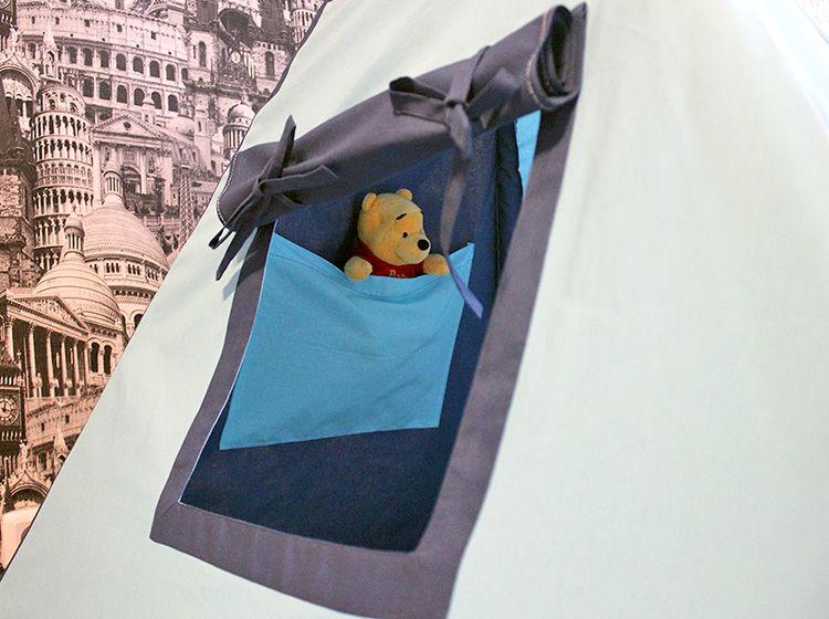 Возможно, кусочки ткани пригодятся для оформления вот такого забавного кармашка для мелочей или любимых игрушек