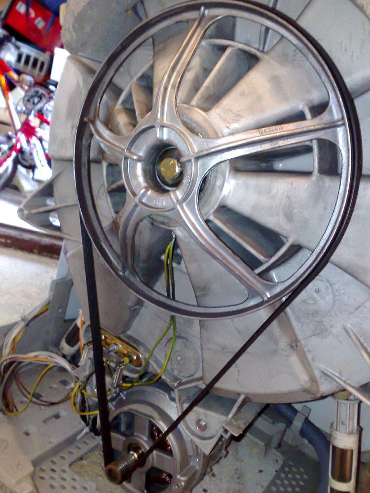 Ременной привод достаточно прост в использовании, если вы найдете такой моторчик, то сделать самоделку будет намного проще.