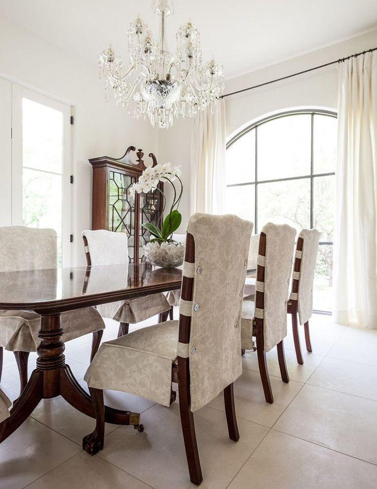 Простое и практичное решение для гостиной – съёмные чехлы в классическом стиле