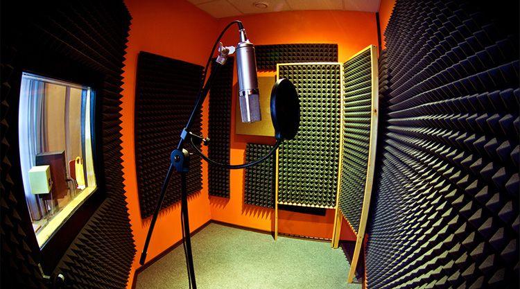 Именно поэтому хорошие звукозаписывающие студии имеют совершенно космический дизайн