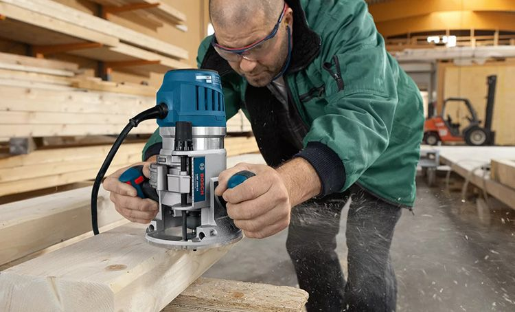 Мощность фрезера прямо пропорциональна весу аппарата. Это важно учитывать при выборе ручного инструмента