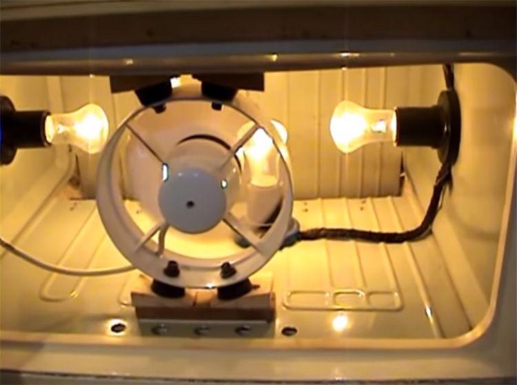 С помощью вентилятора можно обеспечить достаточную скорость движения воздуха