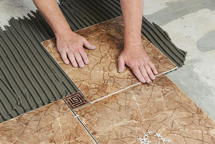 Для формирования красивого узора можно использовать плитку разного размера и дизайна