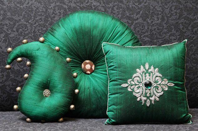 Квадратные и оригинальные: фото необычных декоративных подушек своими руками, которые можно сделать за полчаса