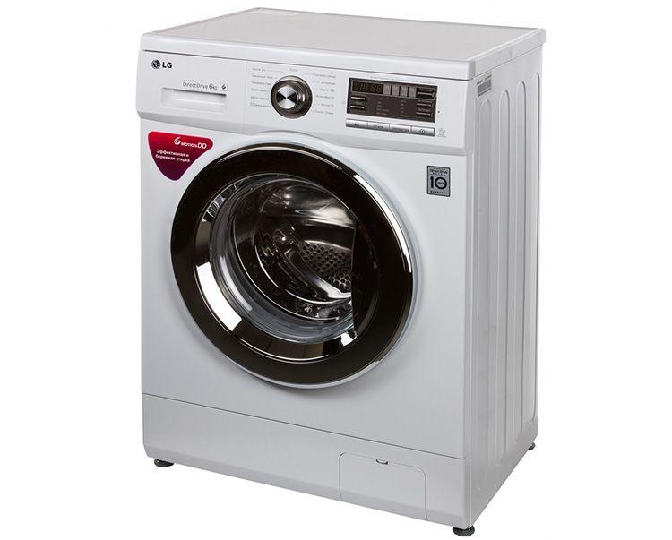 Как правило, в стиральных машинах LG лючок слива расположен в нижнем правом углу лицевой панели