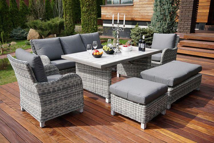Кресла и диван из полиротанга для удобства оснащают мягкими подушками
