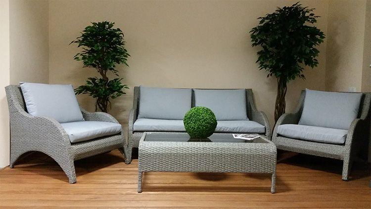 Такая мебель уместна и в интерьере дома