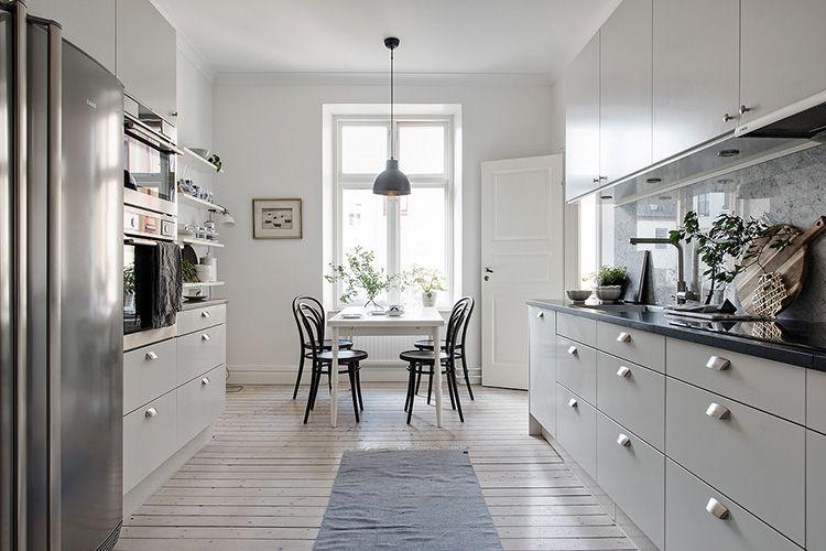 При отделке скандинавской кухни рекомендуется использовать натуральные материалы