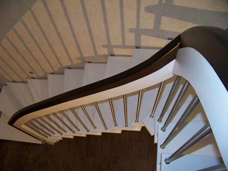 Этот вид лестницы имеет массу вариантов оформления