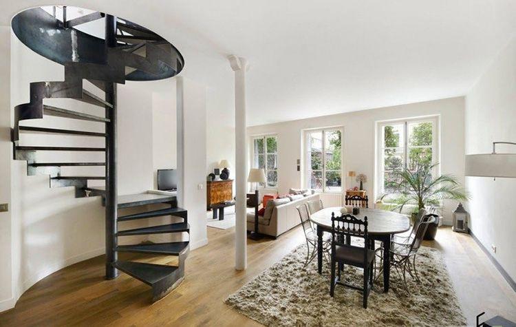 Одно из преимуществ подобных лестниц заключается в том, что они прекрасно смотрятся в любом интерьере