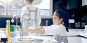 Сенсорная насадка позволяет вымыть руки не пачкая смеситель