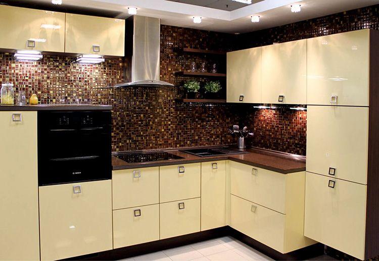 Эмалевые фасады кухни отличаются высокой прочностью и долговечностью