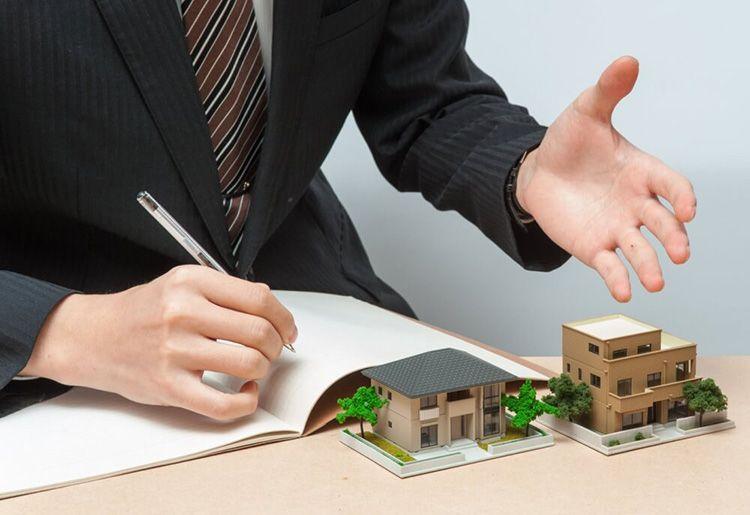 При покупке недвижимости лучше воспользоваться услугами грамотного юриста, чтобы избежать неприятностей впоследствии