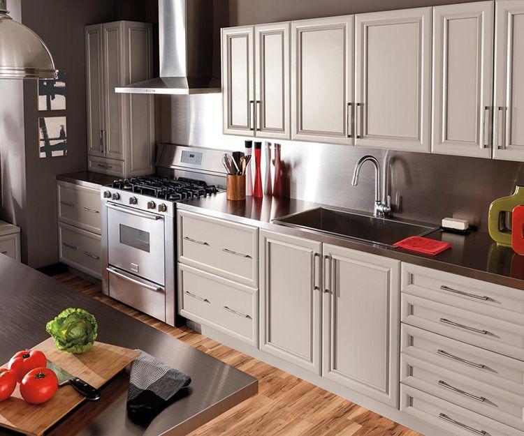 Кухонный гарнитур должен быть красивым, удобным и функциональным