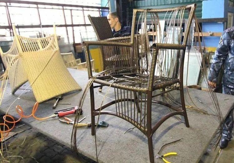 Начинать учится плетению лучше с простой конструкции, например, стула