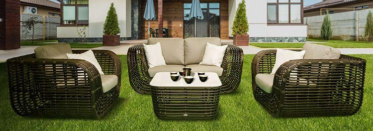 Несмотря на кажущуюся лёгкость и ажурность, мебель их полиротанга достаточно прочная