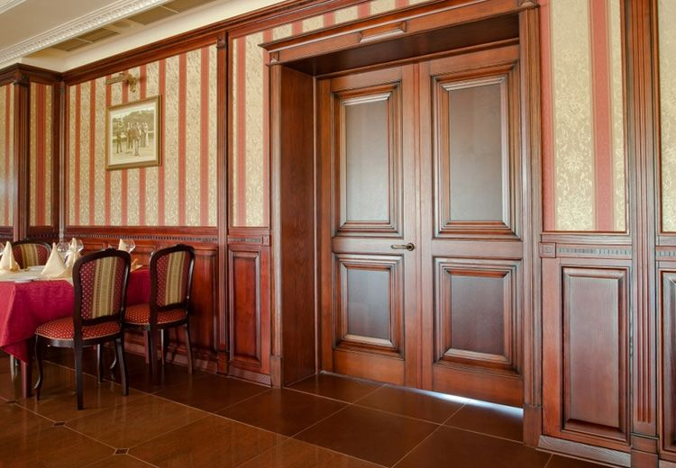 Почти дворцовые двери