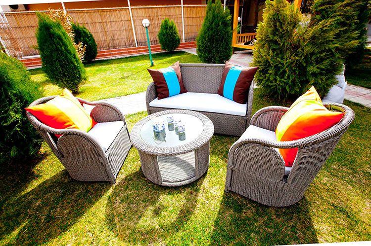 Комфортная мебель для отдыха на дачном участке