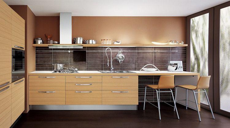 Песочный цвет кухни подойдёт к «модерну» и средиземноморскому стилю