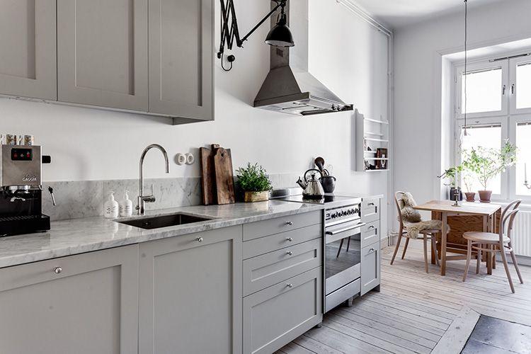 Светло-серый кухонный гарнитур