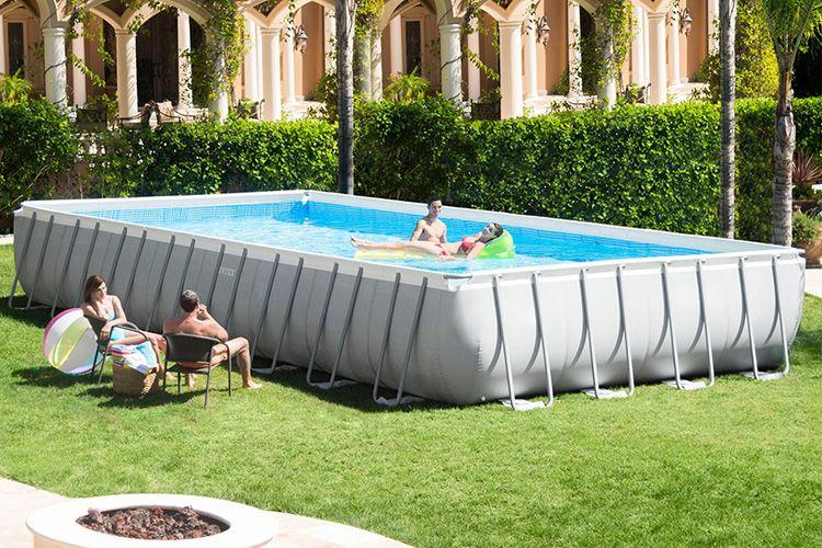 Приятно в жару окунуться и поплавать в бассейне