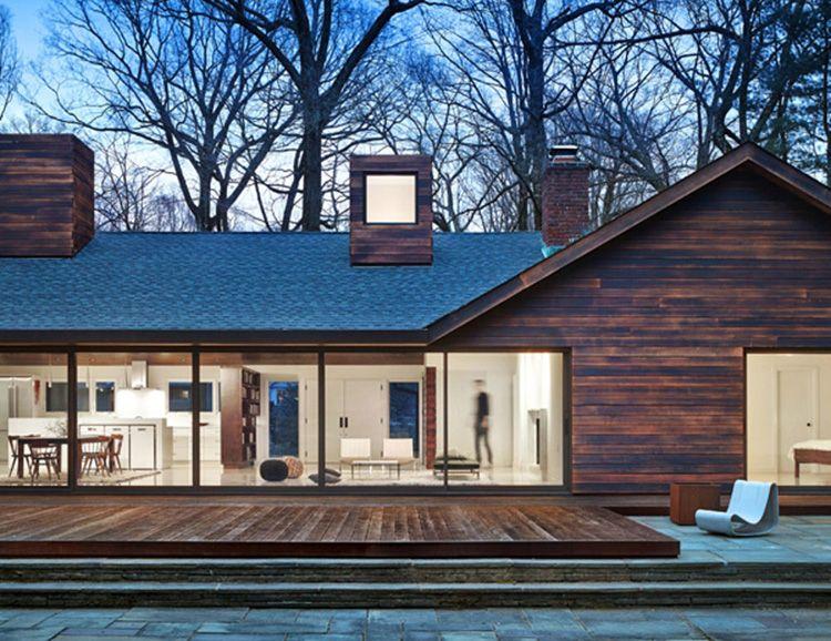 Фасадная обшивка из обожженной доски сделает любой дом красивым и неповторимым