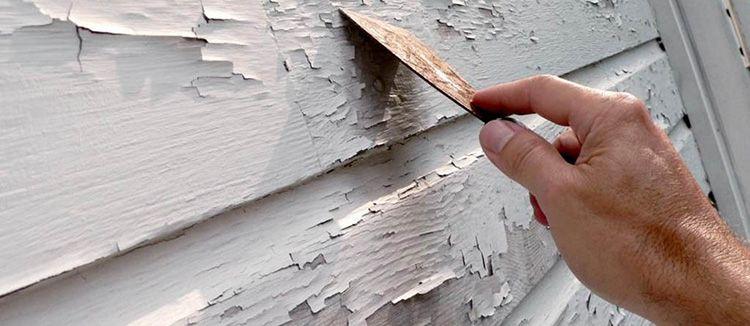 Перед нанесением нового слоя краски необходимо удалить старую отделку