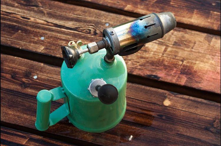Древесину, обработанную паяльной лампой, лучше использовать для внутренних работ