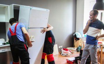 Скоро переезд: можно ли перевозить холодильник лёжа, чтобы сэкономить на доставке