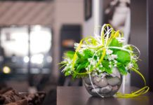 Искусственные цветы для домашнего интерьера: «за» или «против»