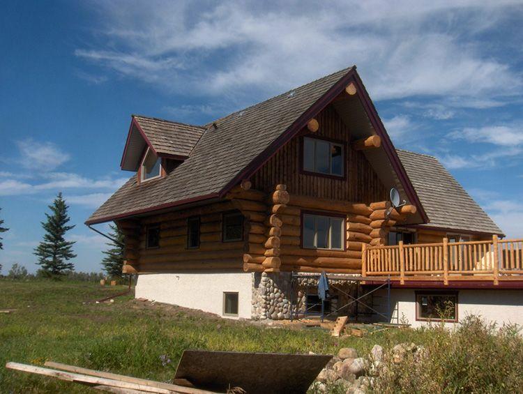 Проект дома с высоким цоколем