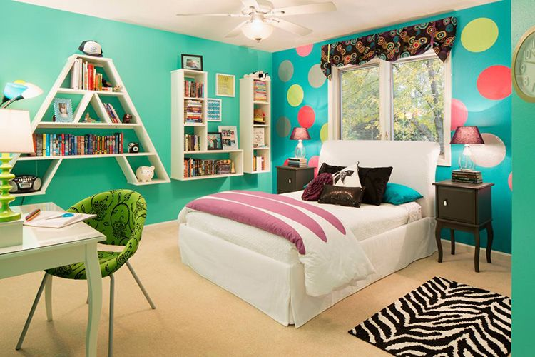 Оттенки бирюзового актуально смотрятся в молодёжной спальне
