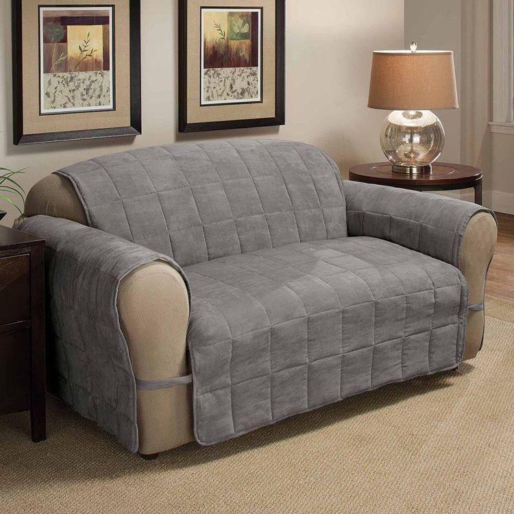 Иногда практичным решением может быть непромокаемая накидка на диван