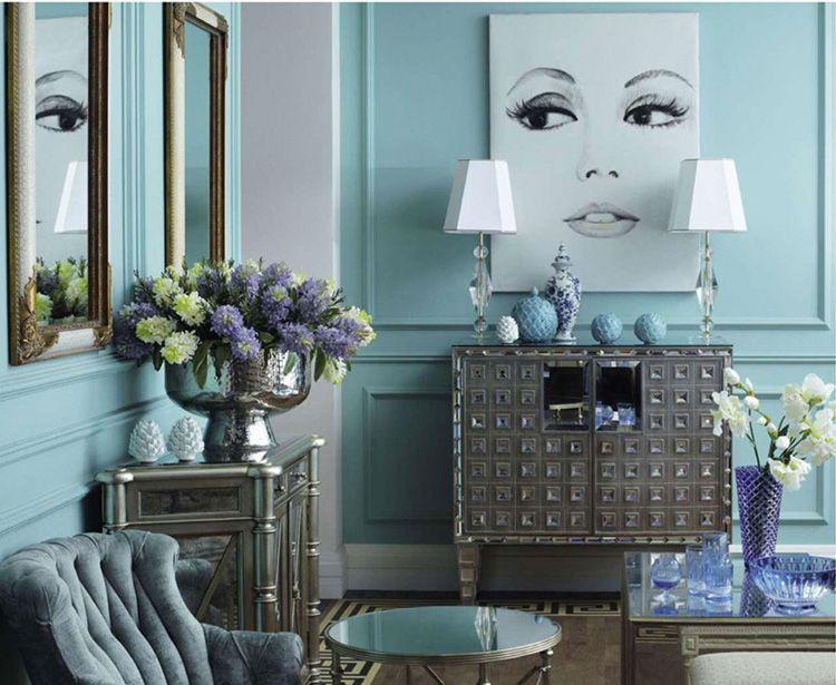 Для смелых свершений лучше выделить небольшое пространство, иначе вы рискуете превратить комнату в шокирующую выставку картин