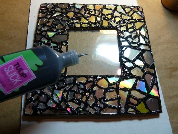 После высыхания клея затираем швы затиркой или акриловой краской.